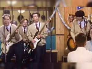 Weezer Recreates Classic 'Buddy Holly' Video Live on Summer Tour, and It's PERFECT
